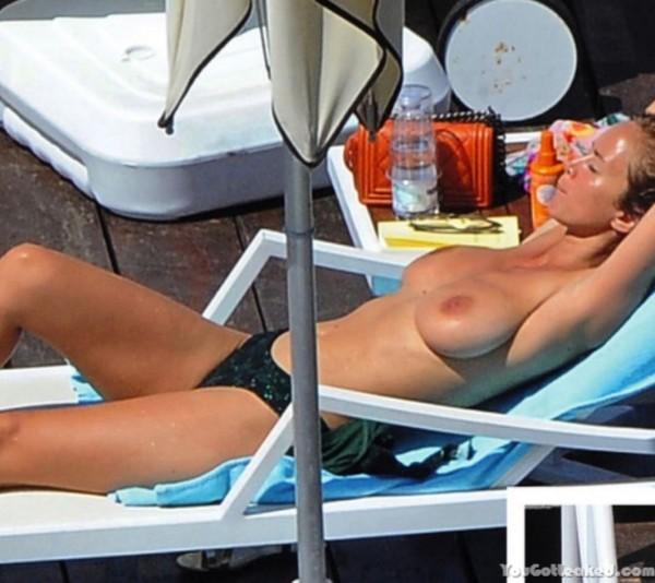 Enora Malagré topless pics  (3)