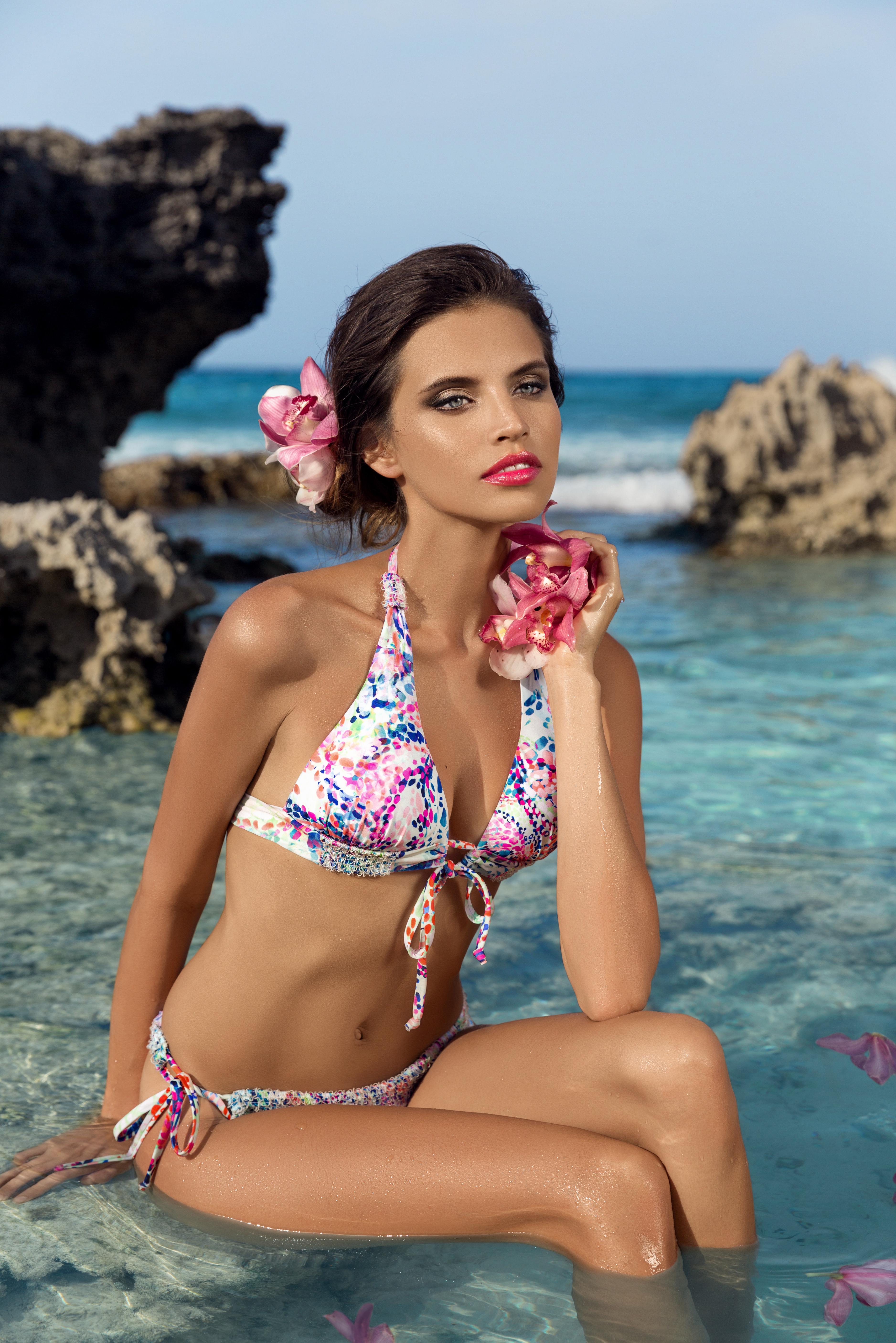 Gabriela Cruz bikini (10)