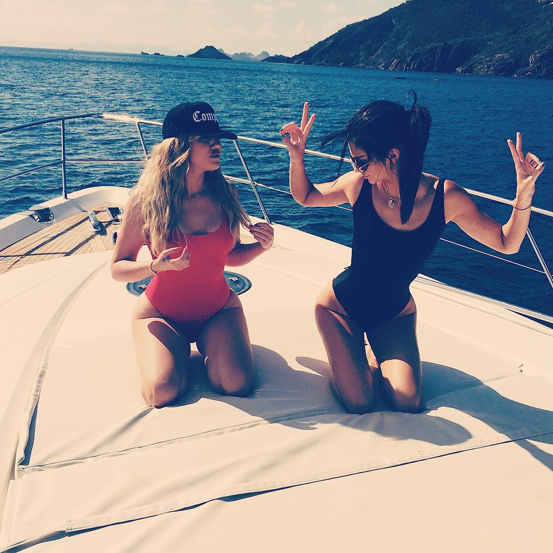 Khloe Kardashian and Kendall Jenner sexy pics (2)