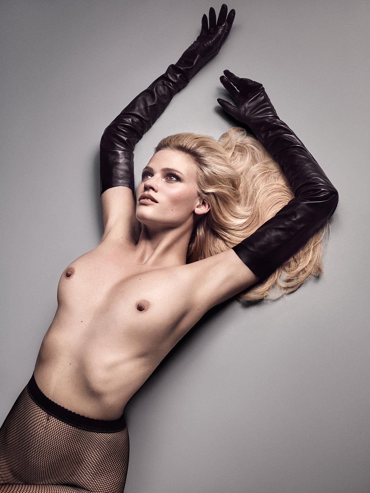 Lara Stone topless photos (8)