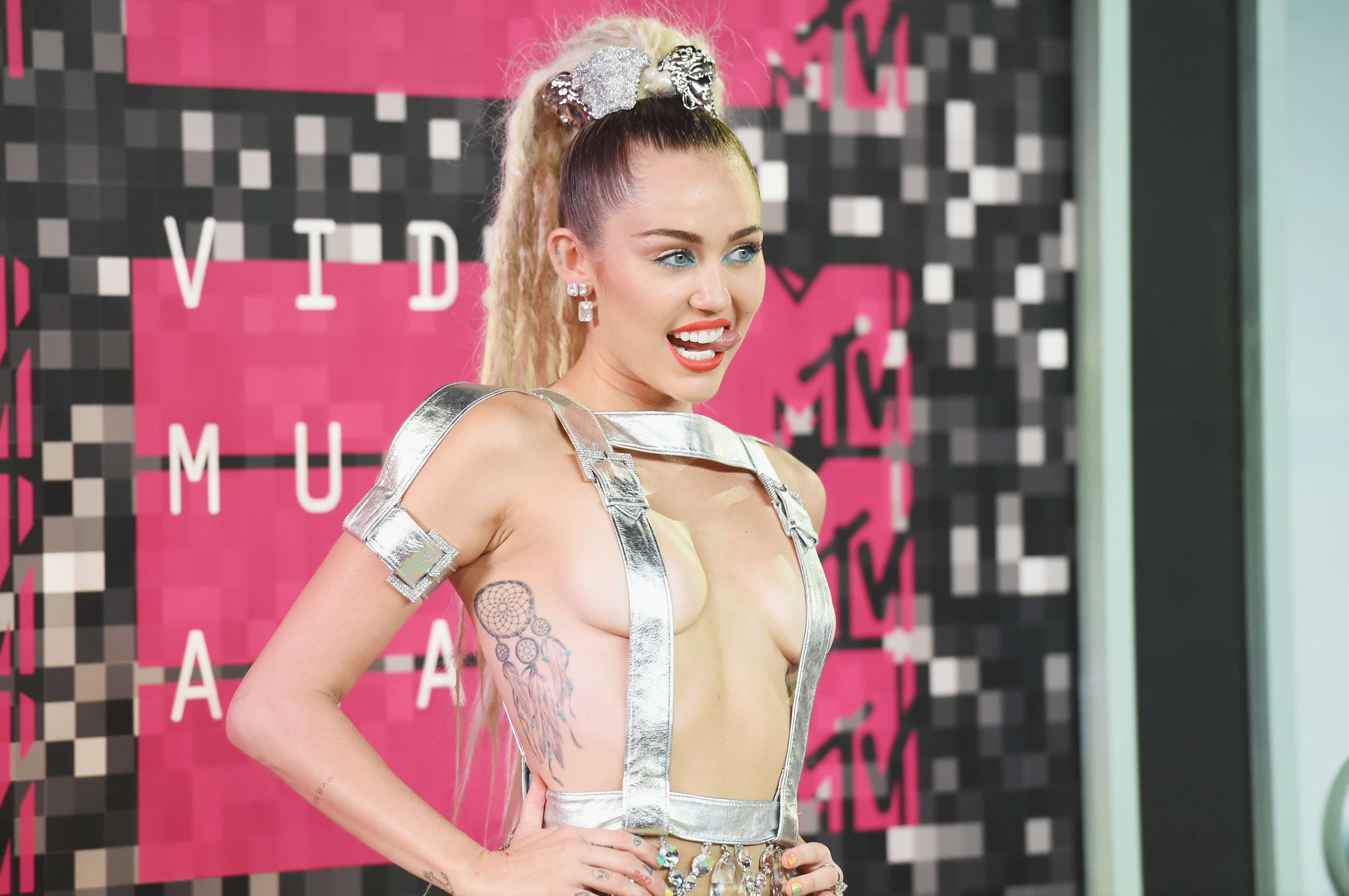 Miley Cyrus  2015 MTV VMA (2)