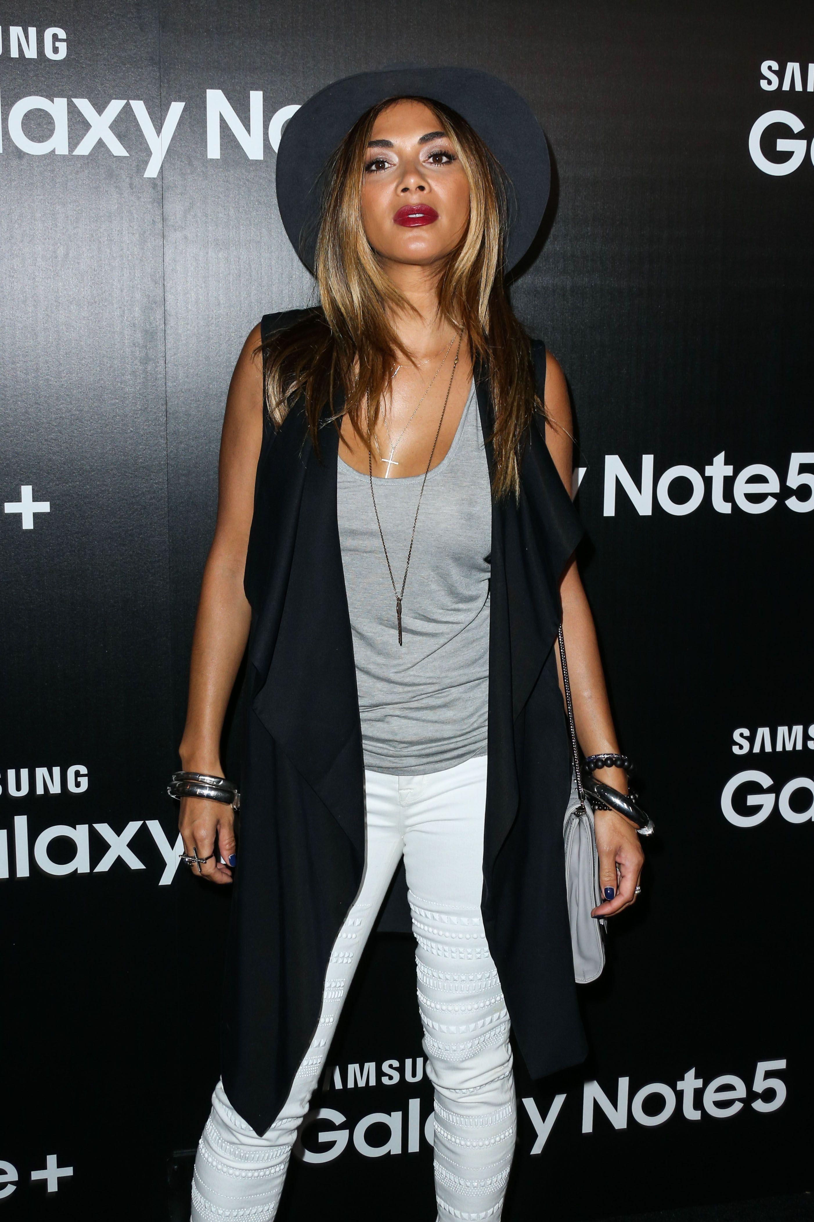 Nicole Scherzinger braless  (2)