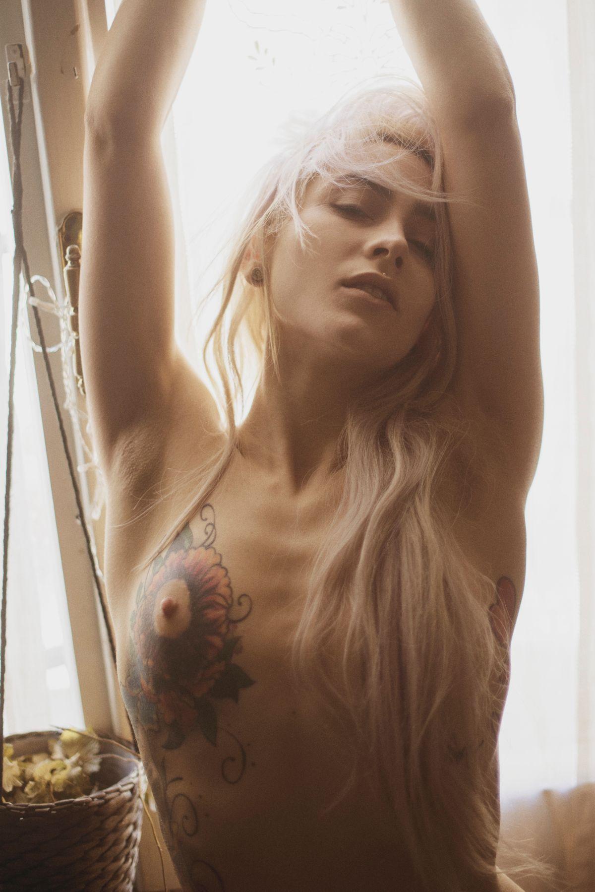 Stella-Di-Plastica-Topless-1