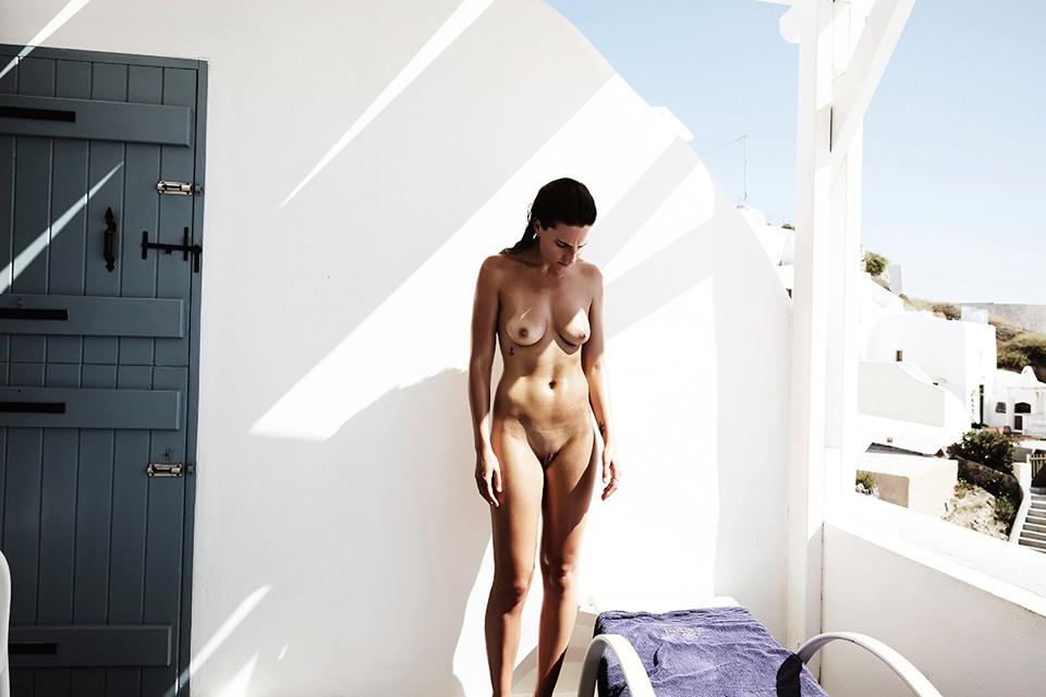 Alexandra-Apostolidis-Naked-9