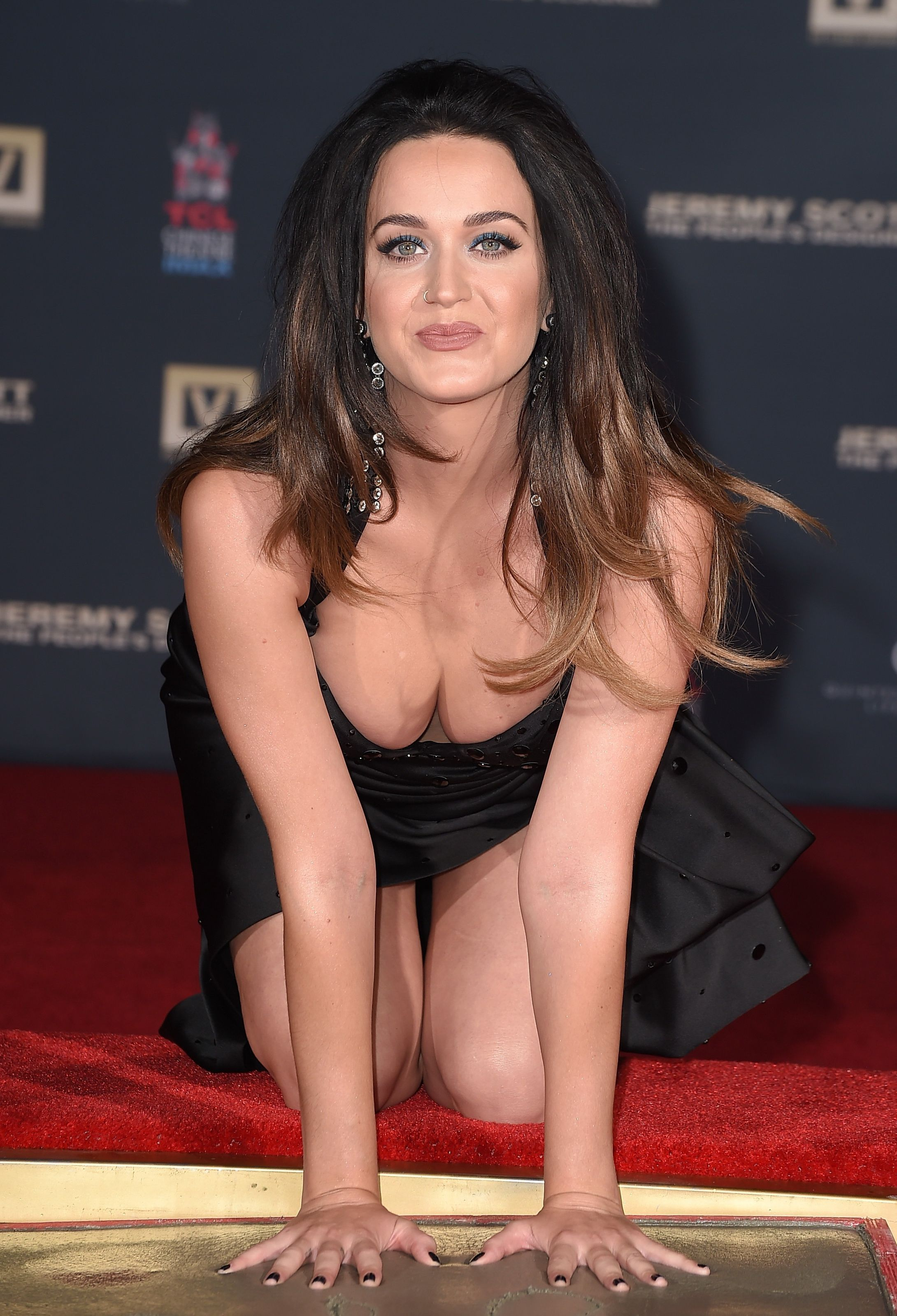 Katy-Perry-Cleavage-100