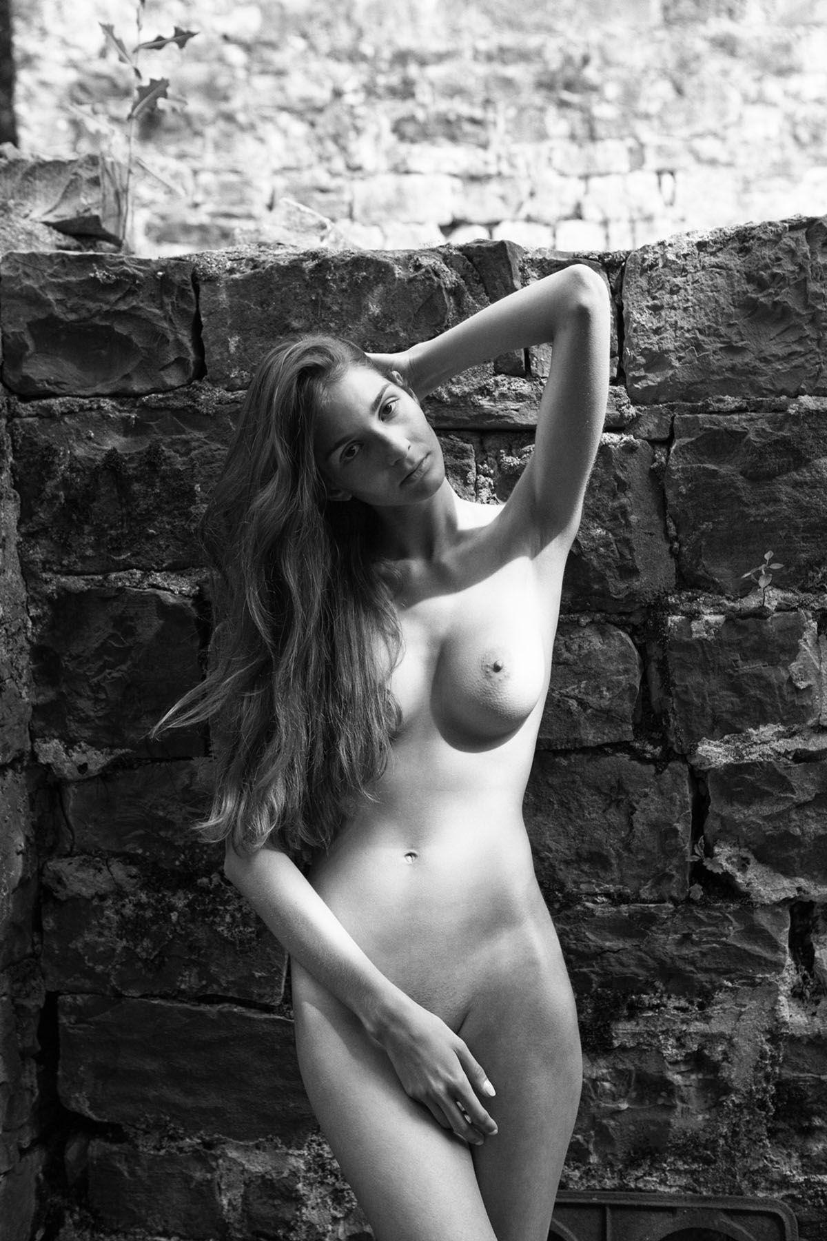 Lina-Lorenza-Nude-5