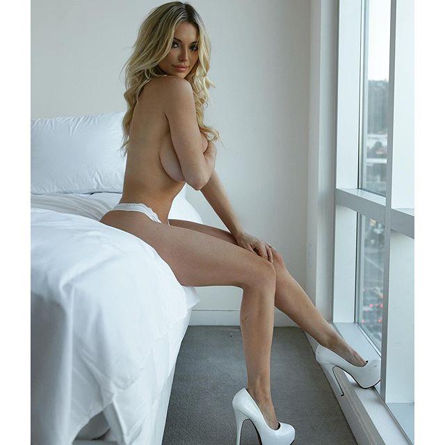 Pelas nude lindsey
