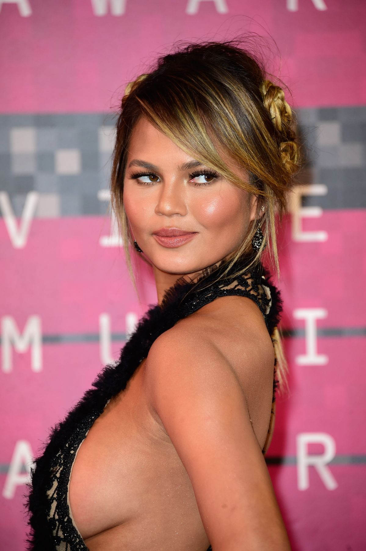 Sexy photos of Chrissy Teigen  (2)