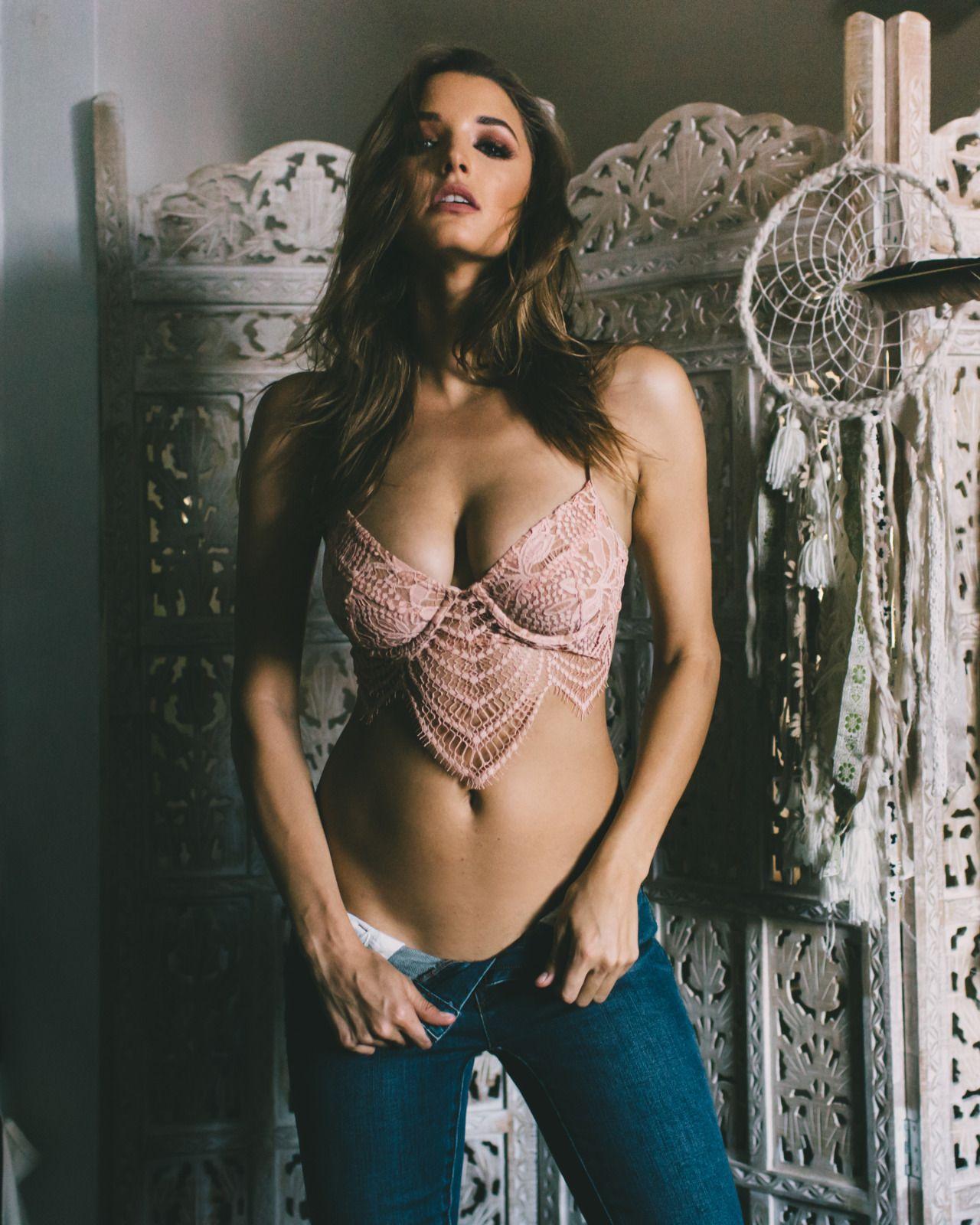 Alyssa-Arce-Sexy-Topless-38