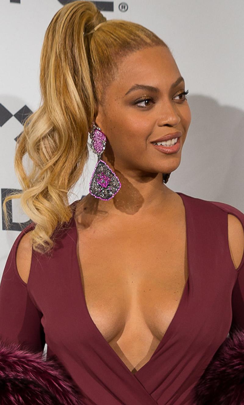 Beyonce-Cleavage-2