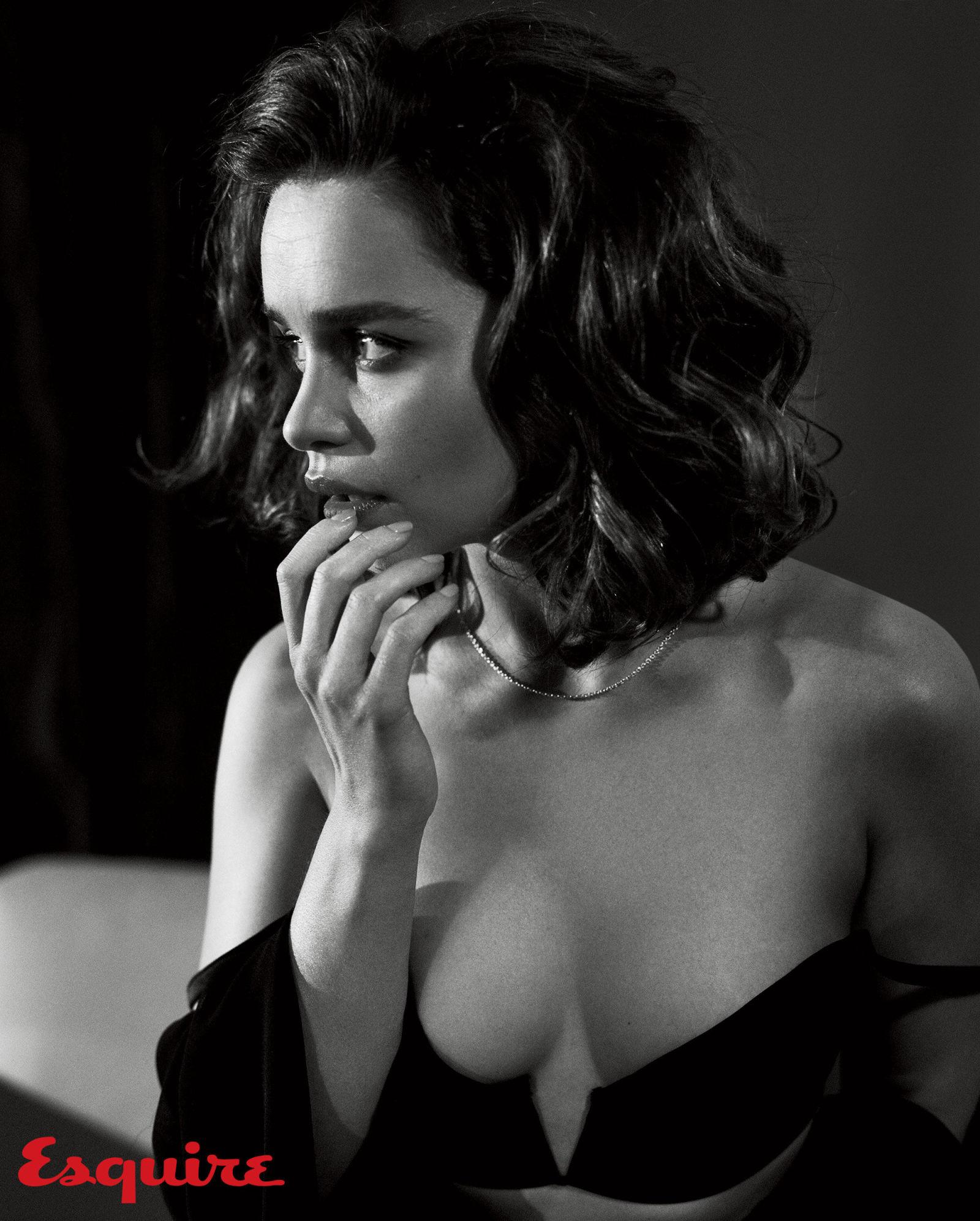 Emilia-Clarke-Sexy-1