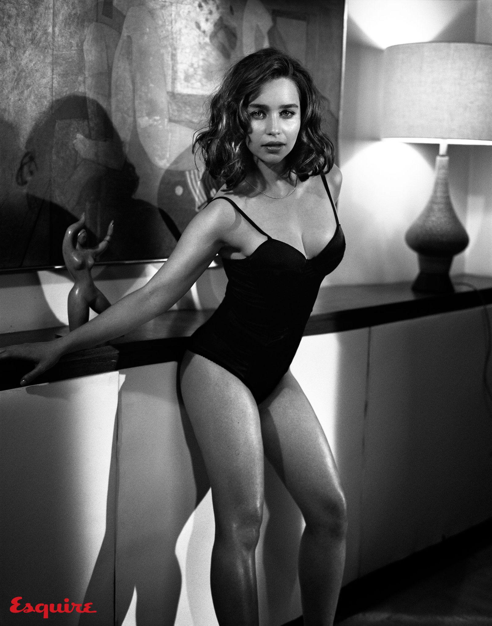 Emilia-Clarke-Sexy-11