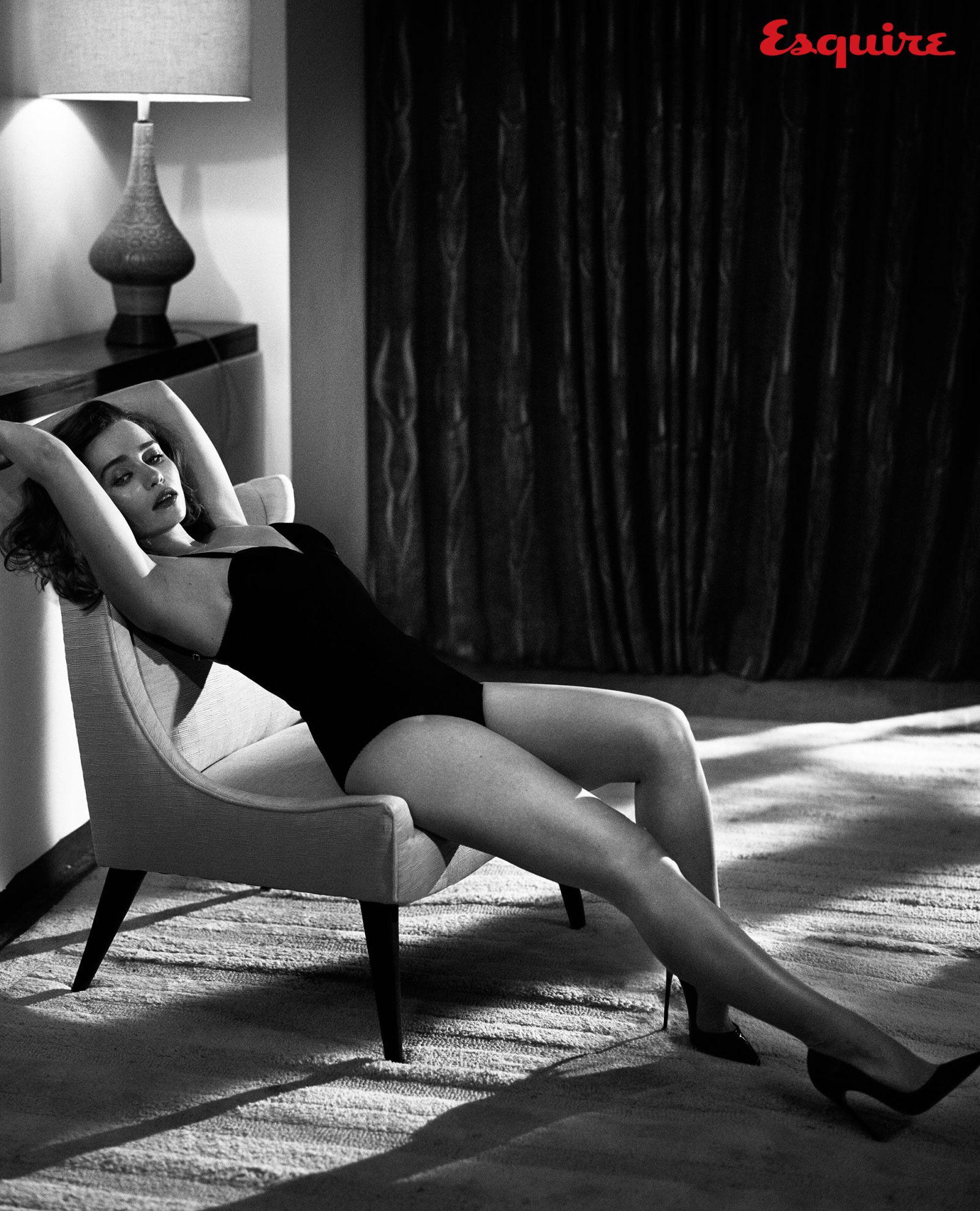 Emilia-Clarke-Sexy-12