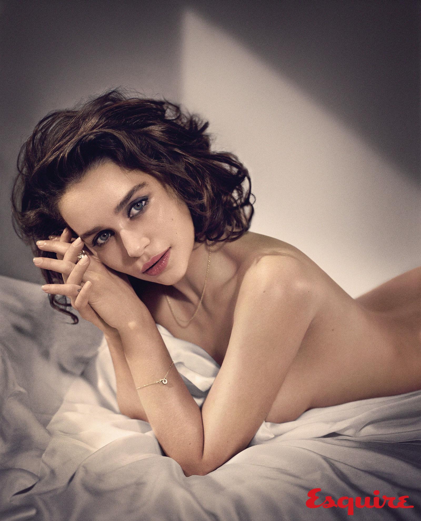 Emilia-Clarke-Sexy-2
