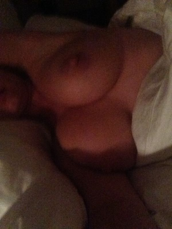 Kelly-Brook-Naked-Leaked-08