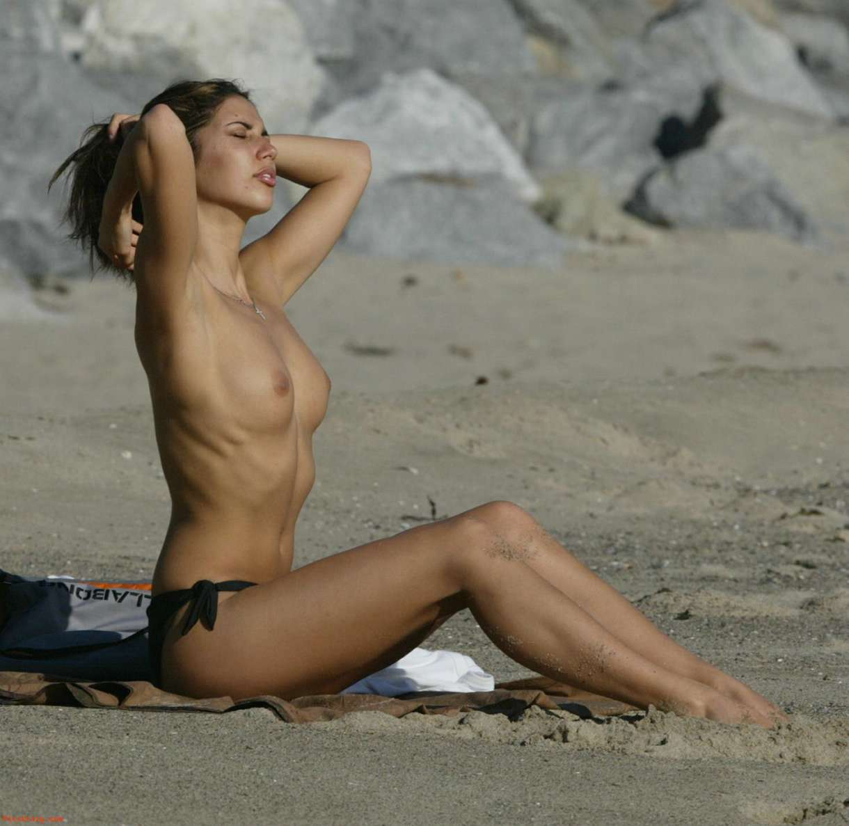 Leilani Dowding topless  (2)
