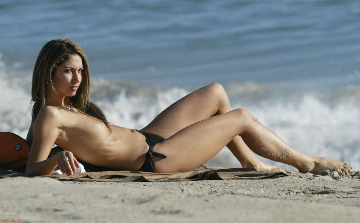 Leilani Dowding topless  (5)