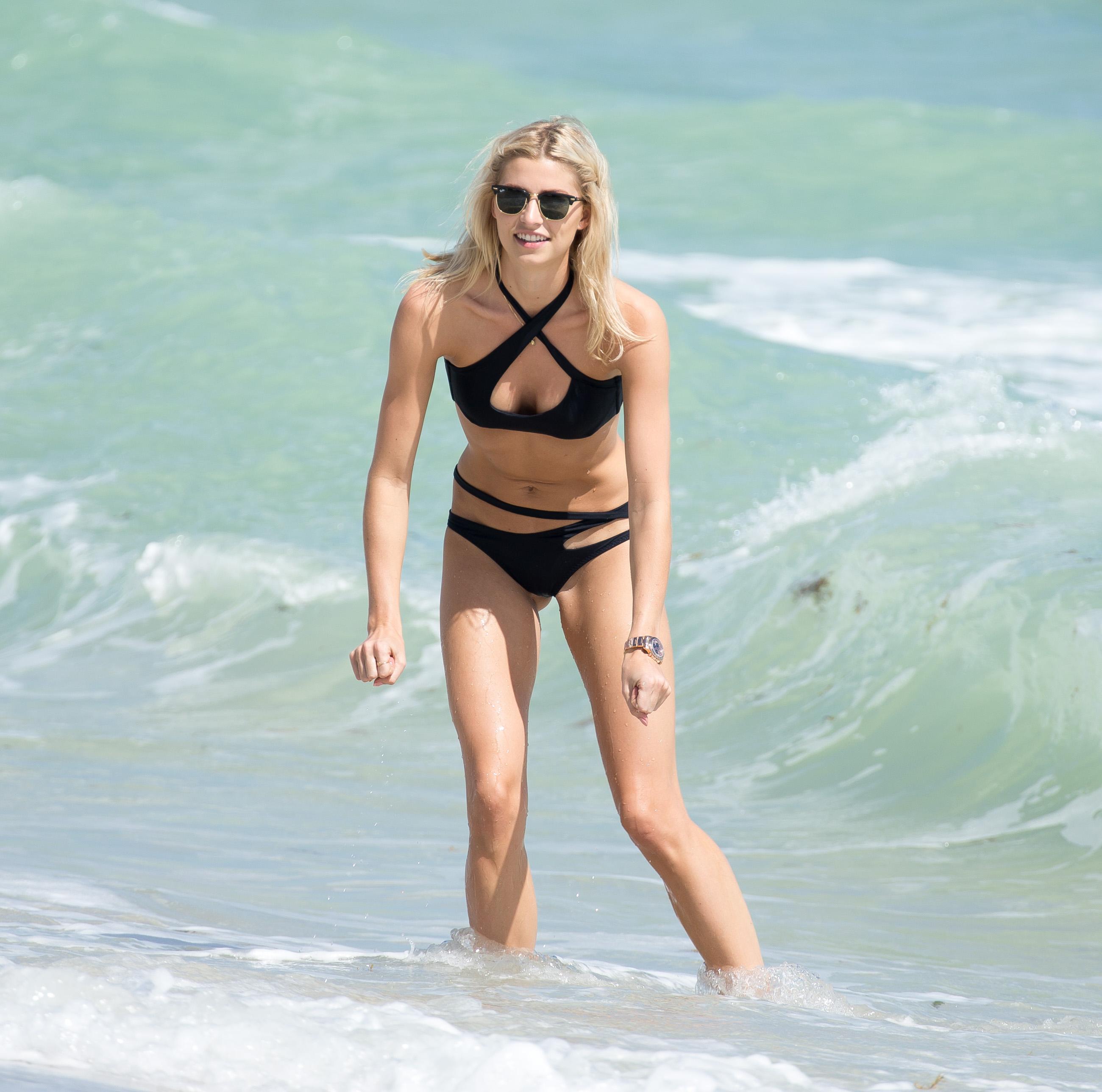 Lena-Gercke-in-a-Bikini-29