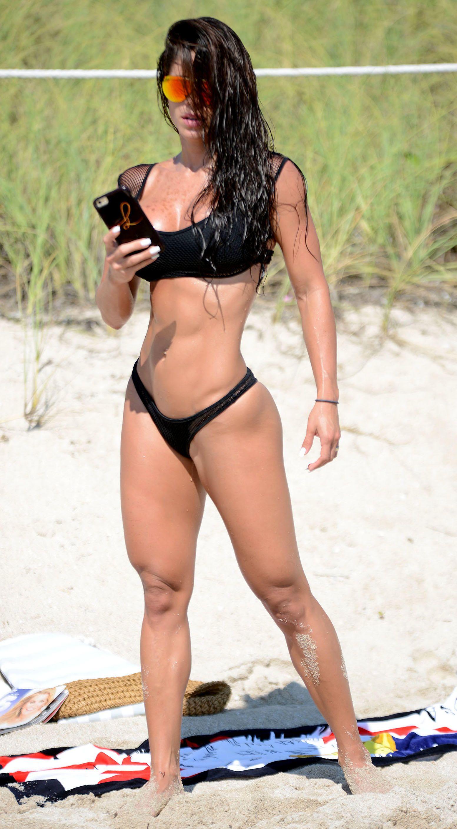 Michelle-Lewin-Bikini-2