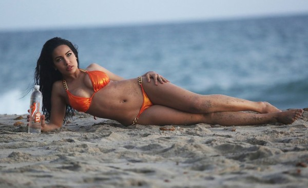 Nasia-Jansen-Bikini-4