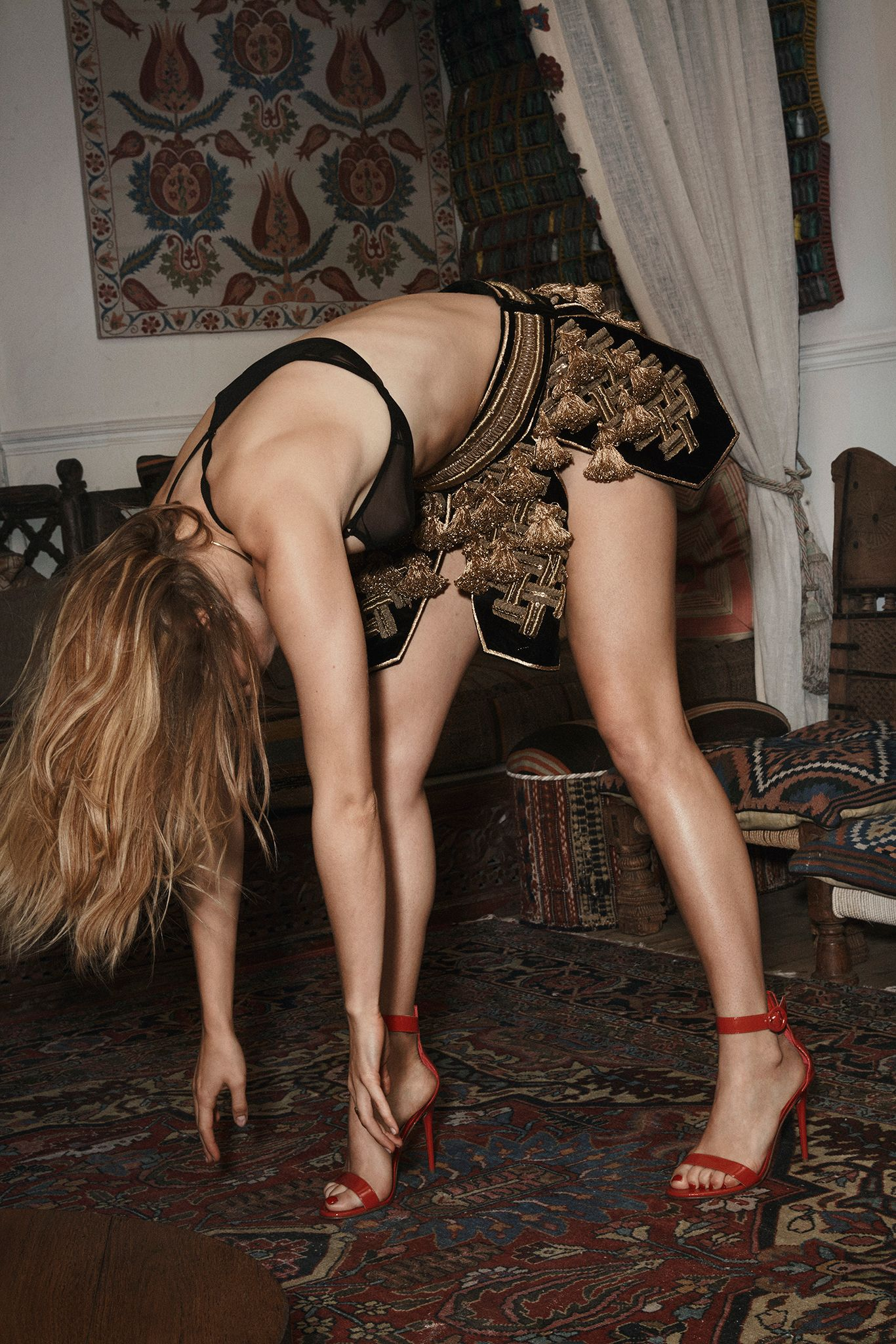Suki-Waterhouse-Sexy-9