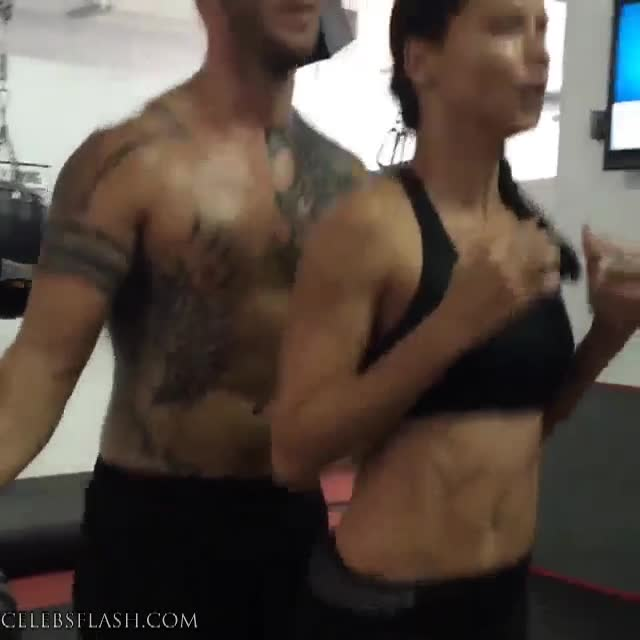 Adriana Lima workout pics (2)