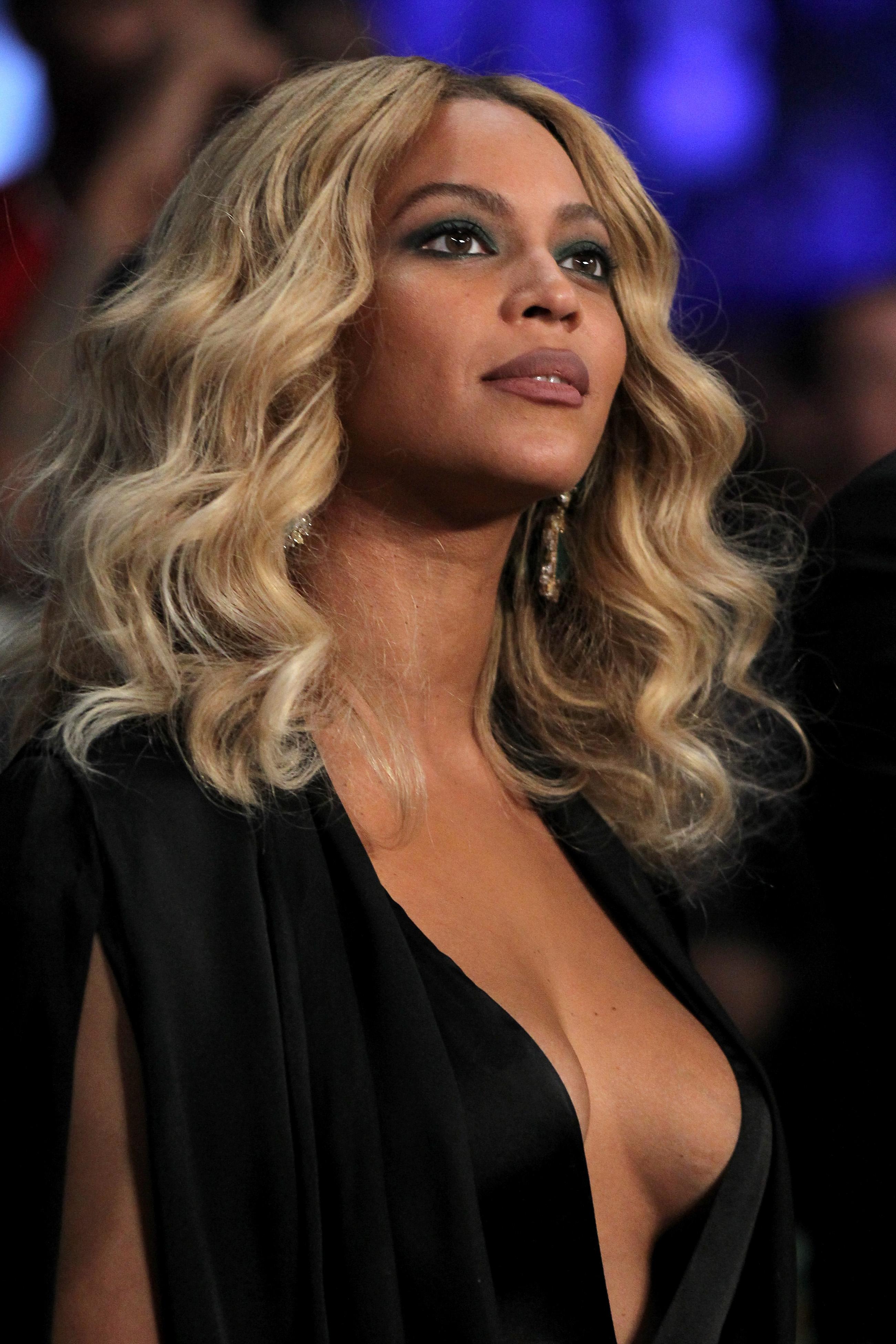 Beyonce Braless pics (1)