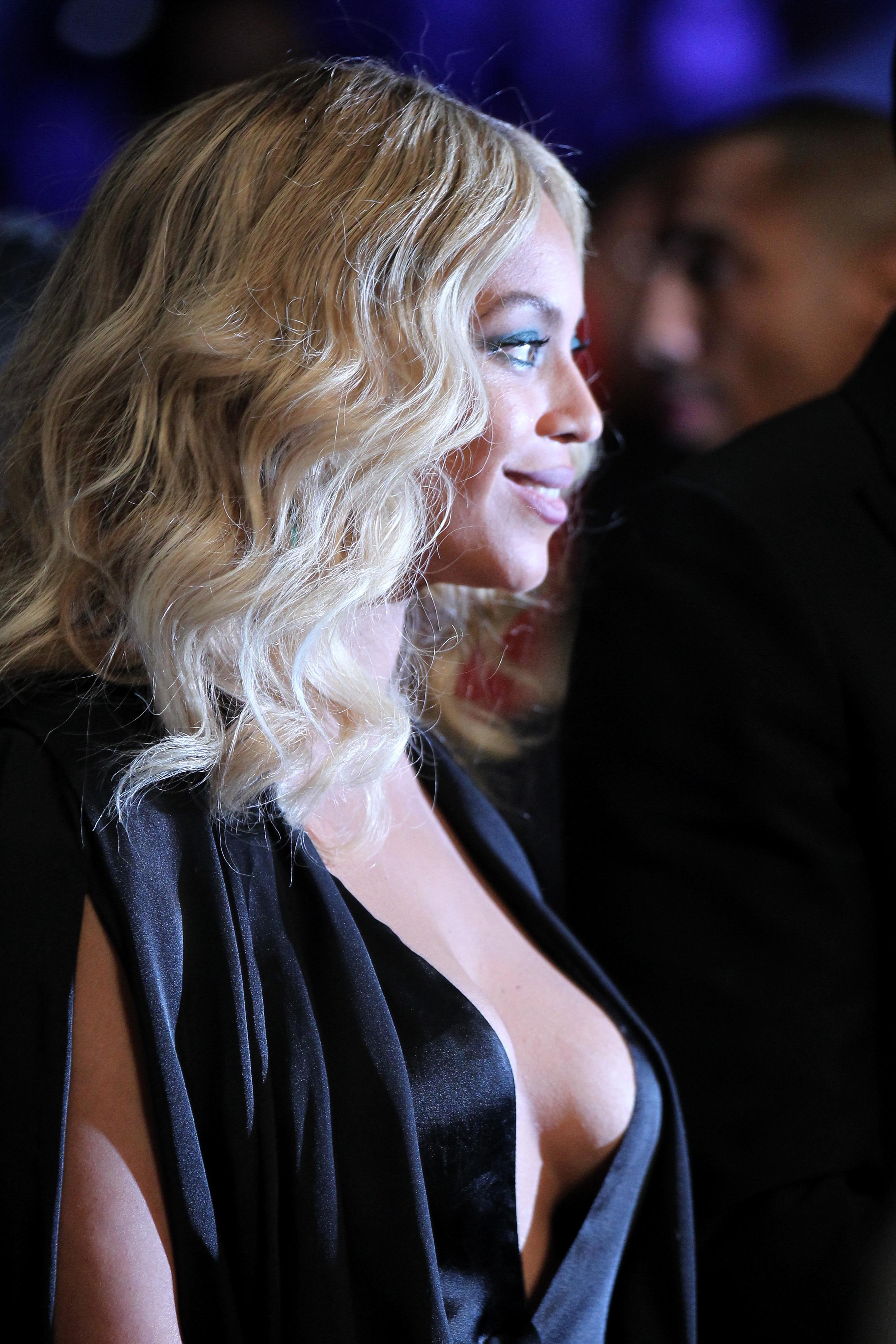 Beyonce Braless pics (2)