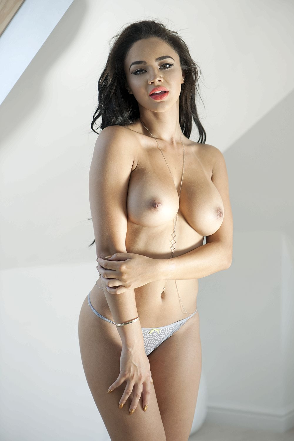 Courtnie-Quinlan-Topless-1 (3)