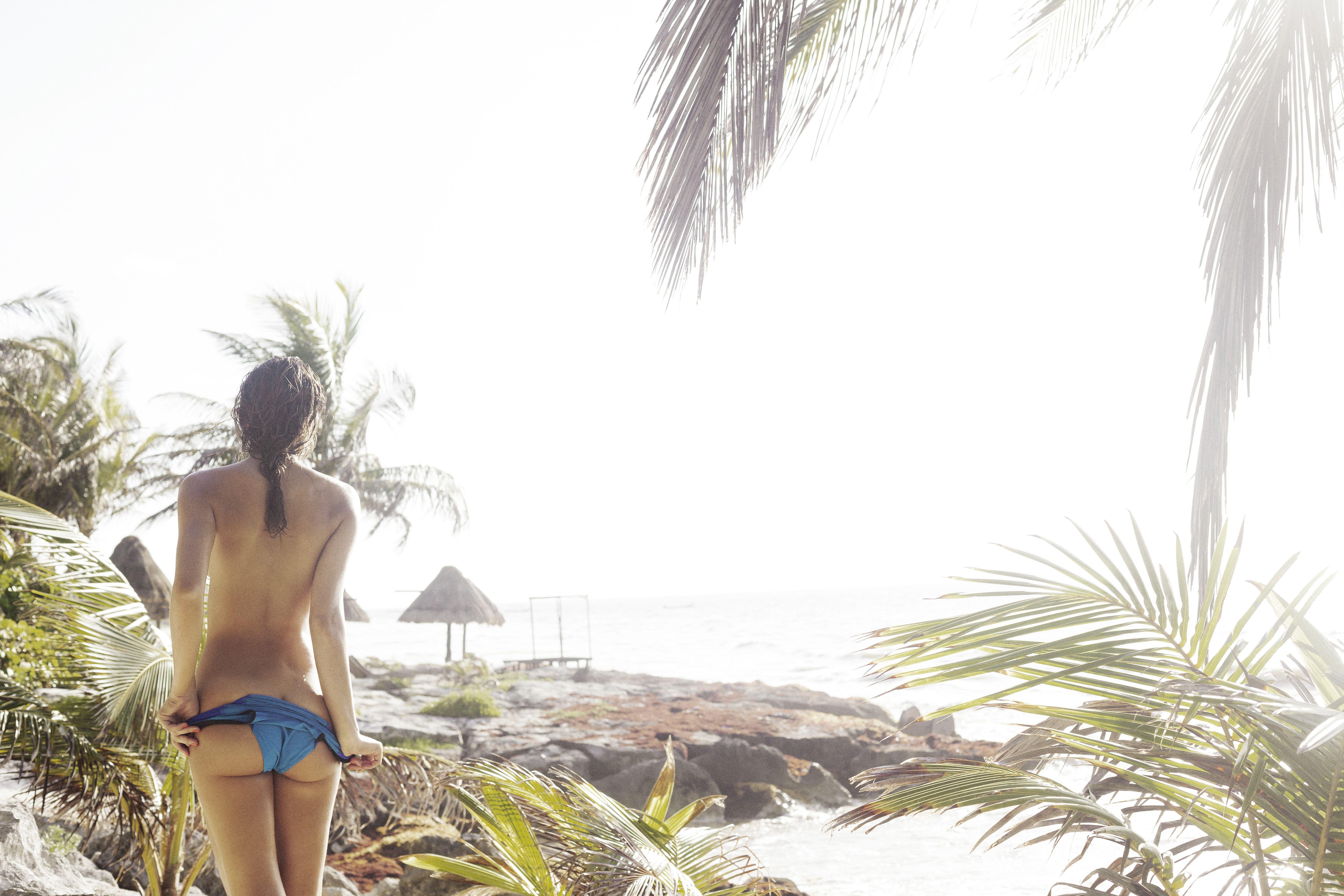 Daniela-Lopez-Osorio-Sexy-Topless-8