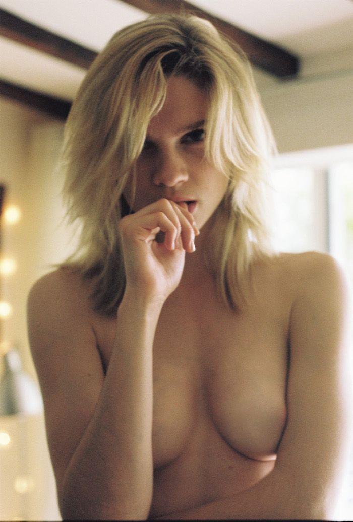 Eva-Biechy-Topless-1