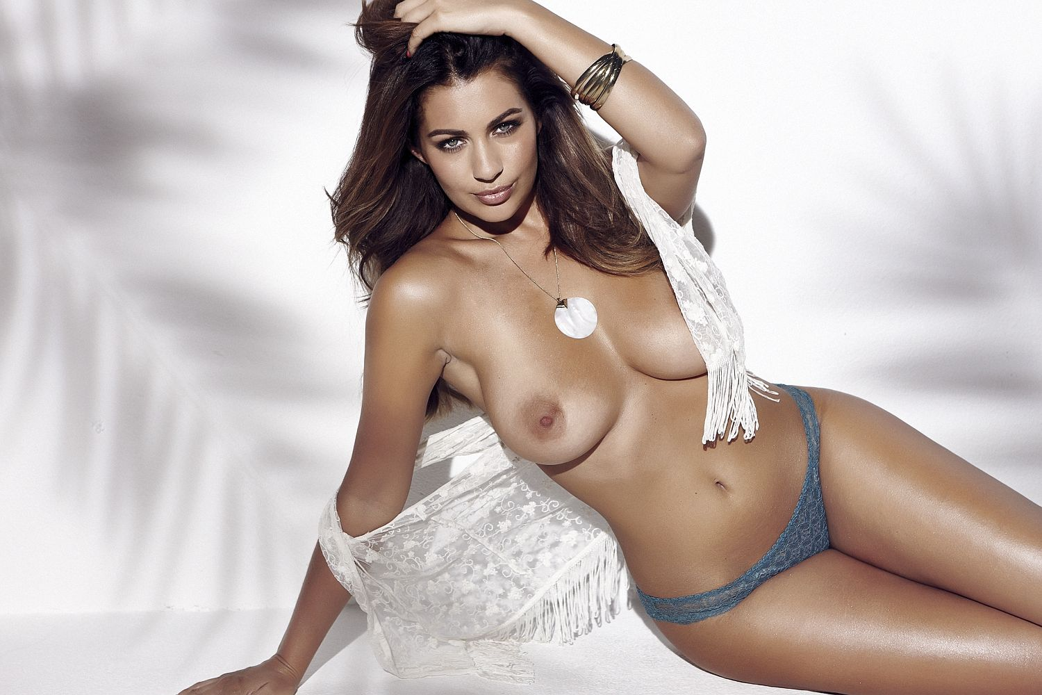 Holly-Peers-Sexy-Topless-1