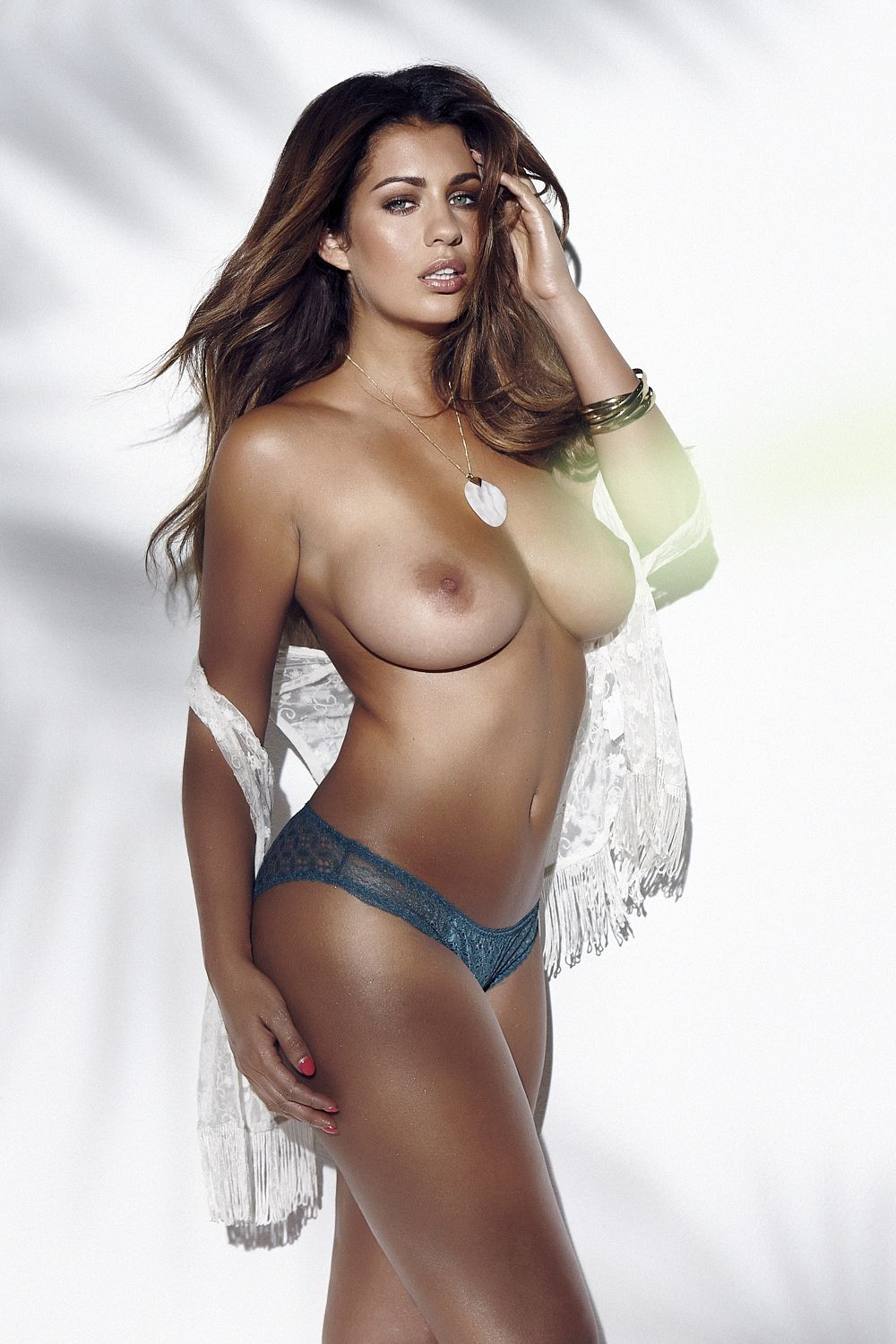 Holly-Peers-Sexy-Topless-2