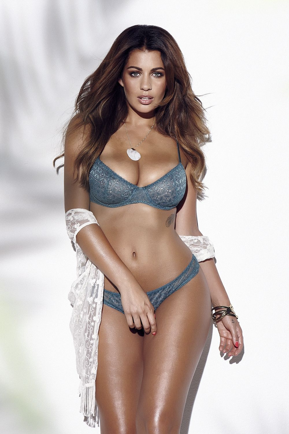 Holly-Peers-Sexy-Topless-3