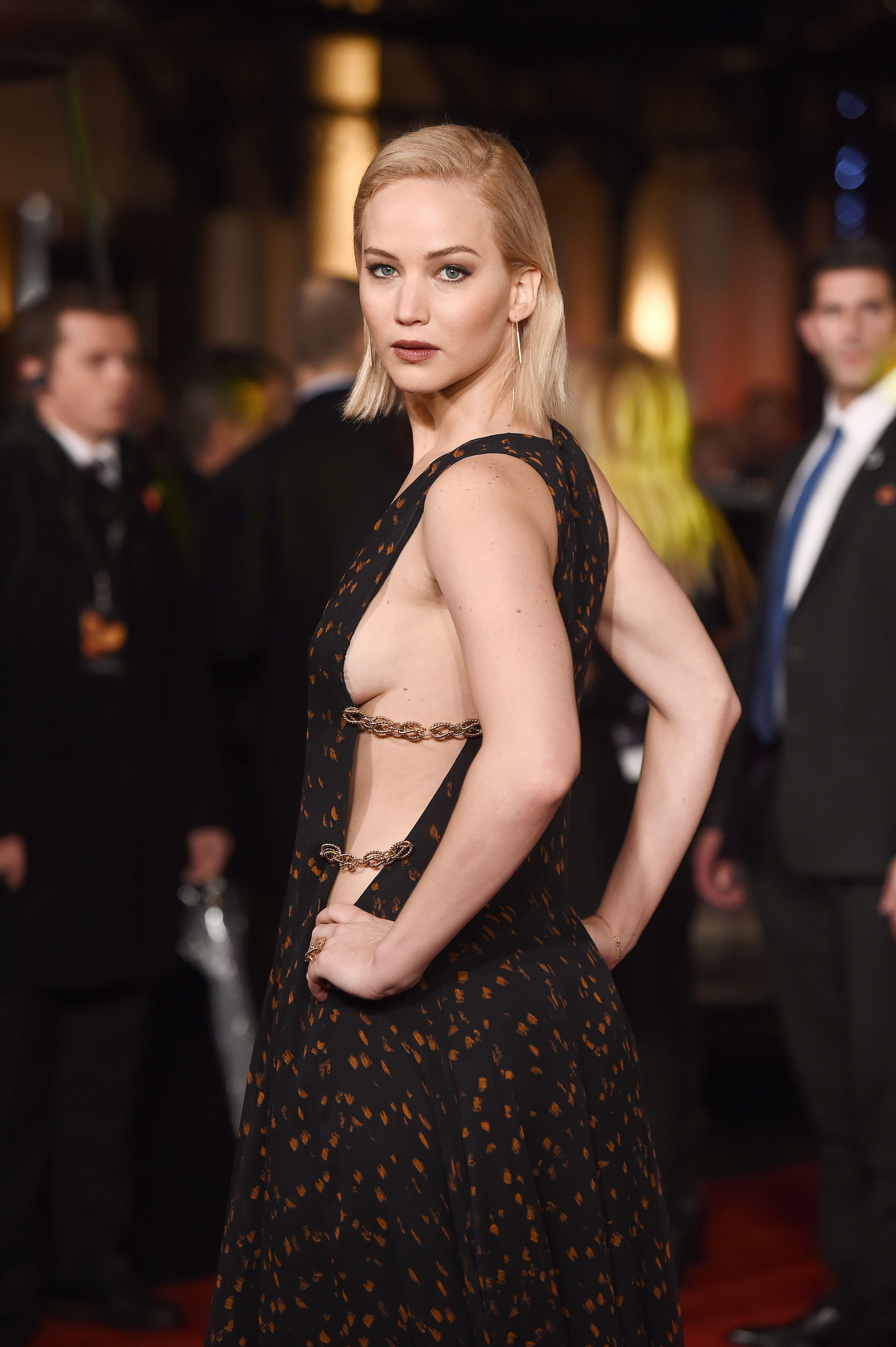 Jennifer Lawrence sideboob (3)