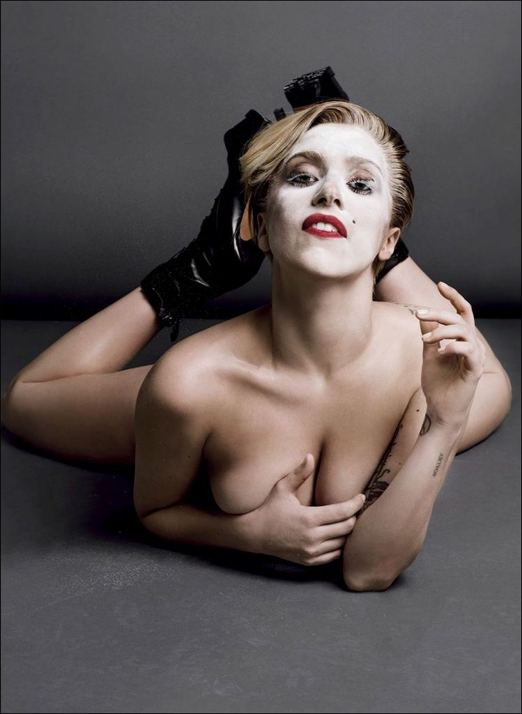 Lady-Gaga-Topless-2