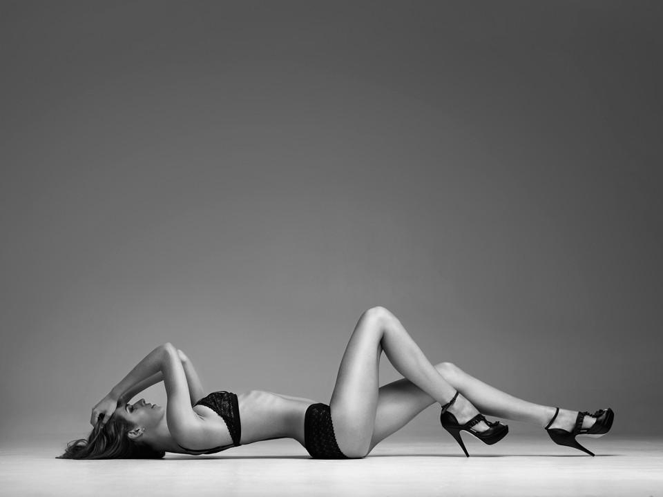 Lori-McKenzie-Sexy-Topless-4