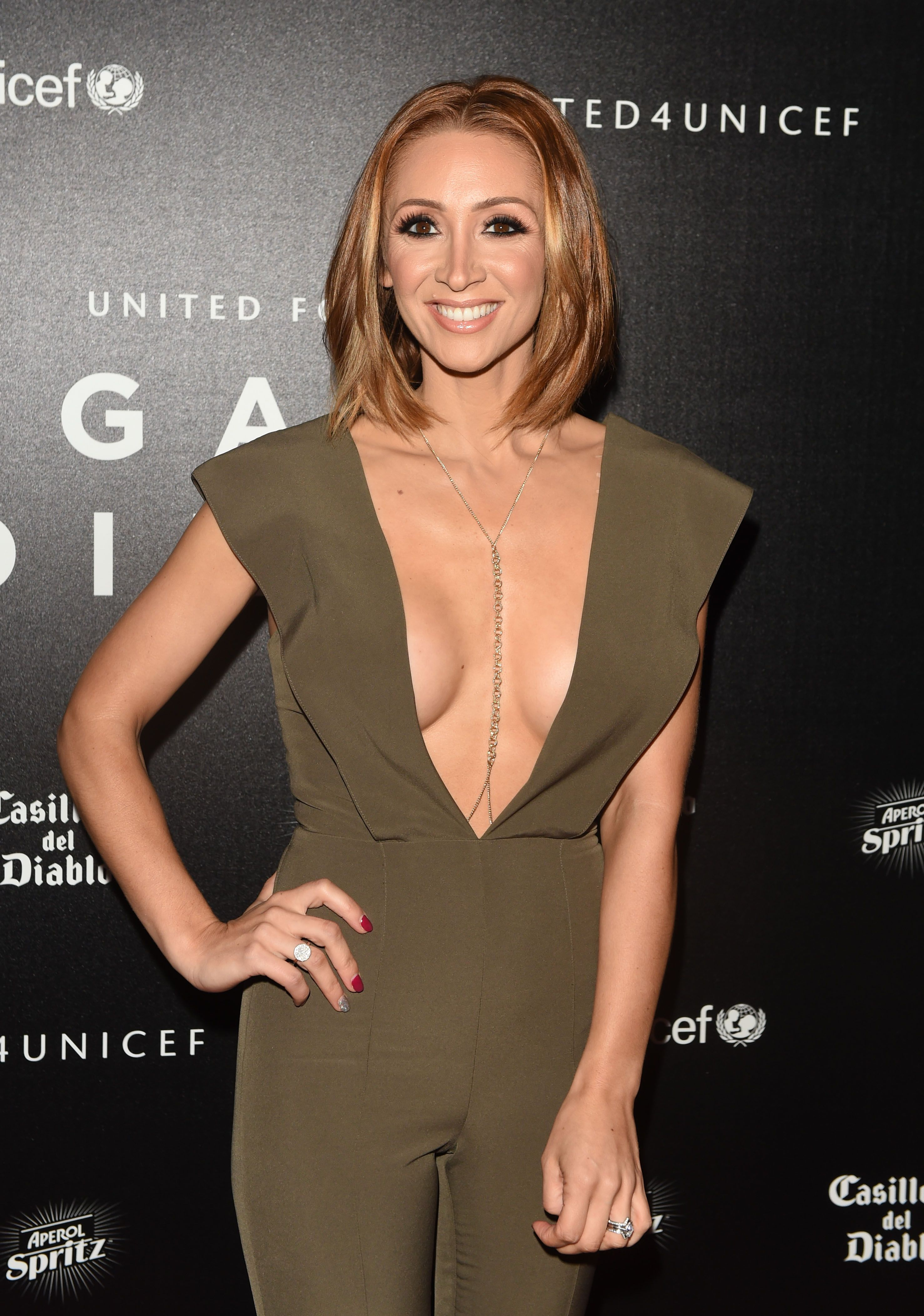 Lucy-Jo-Hudson-Cleavage-3