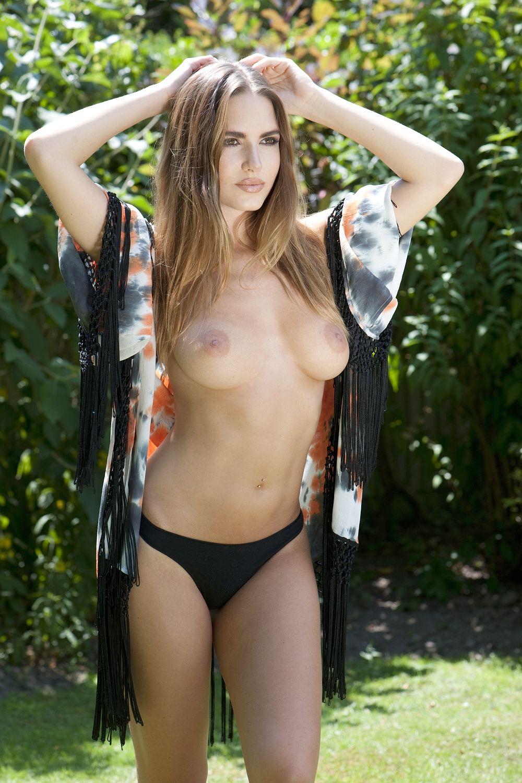 Sabine-Jemeljanova-Topless-1 (2)