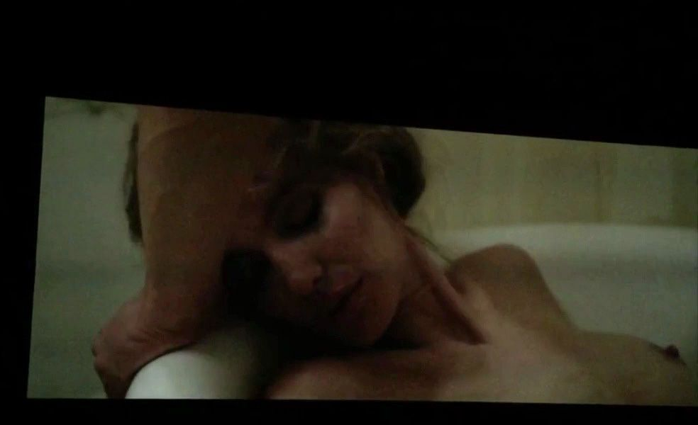 Angelina-Jolie-Topless-1