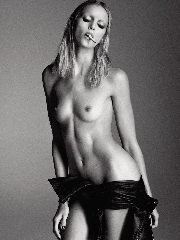 Anja-Rubik-Topless-11
