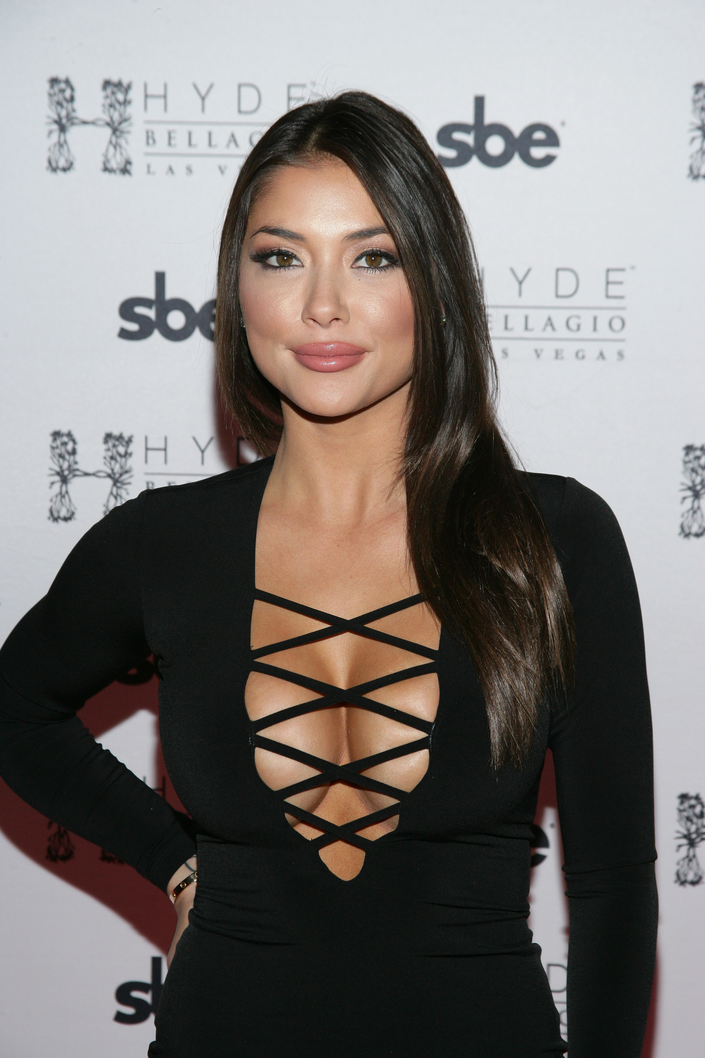Arianny-Celeste-Cleavage-3