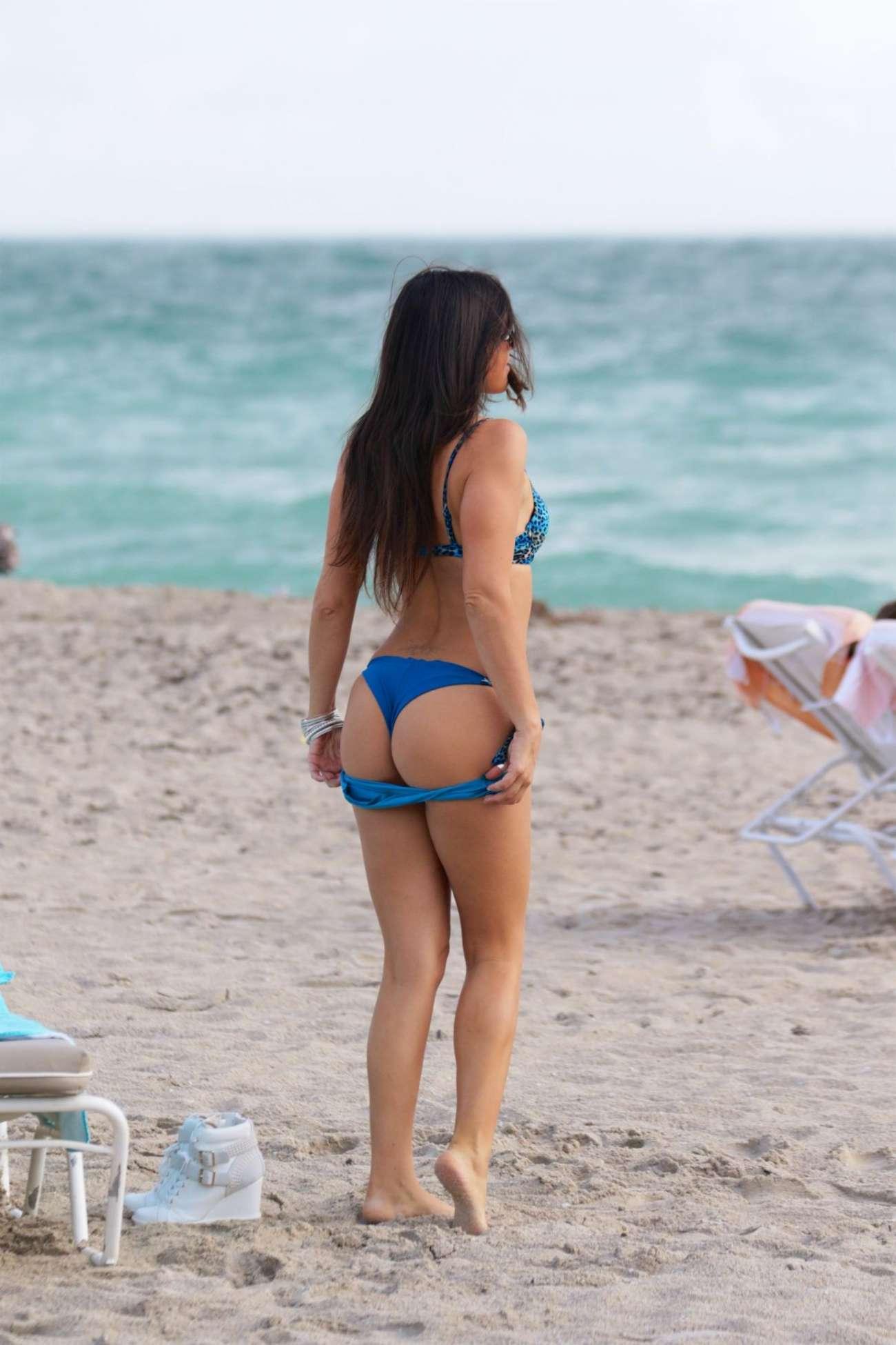 Claudia-Romani-in-a-Bikini-1 (1)