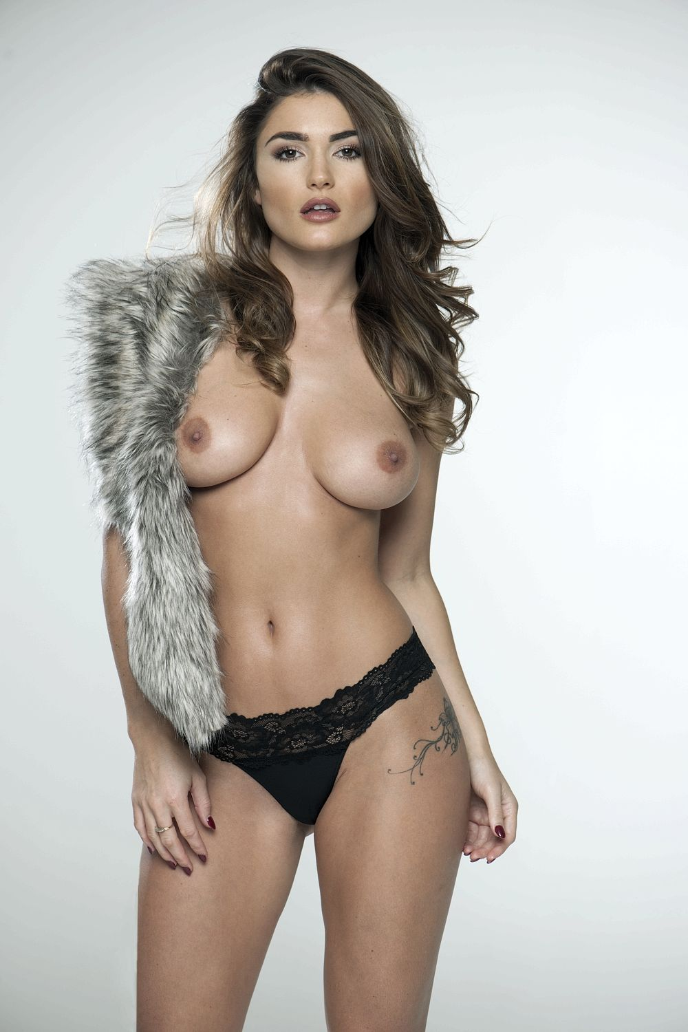 India-Reynolds-Sexy-Topless-21