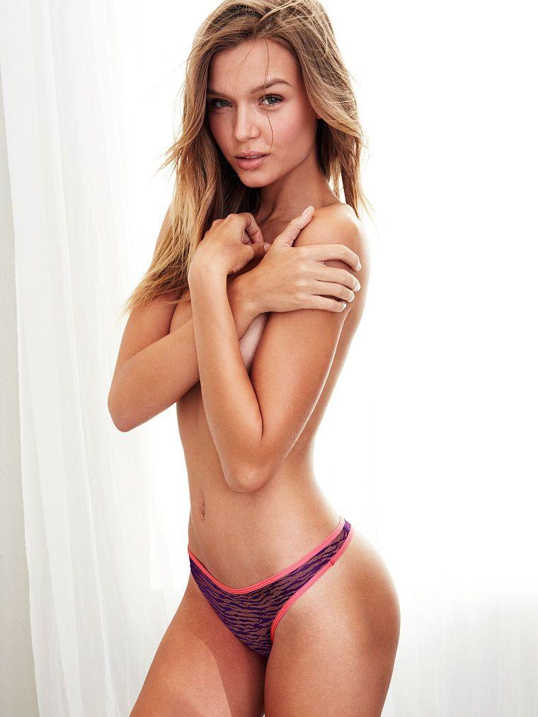naked female model cumshot