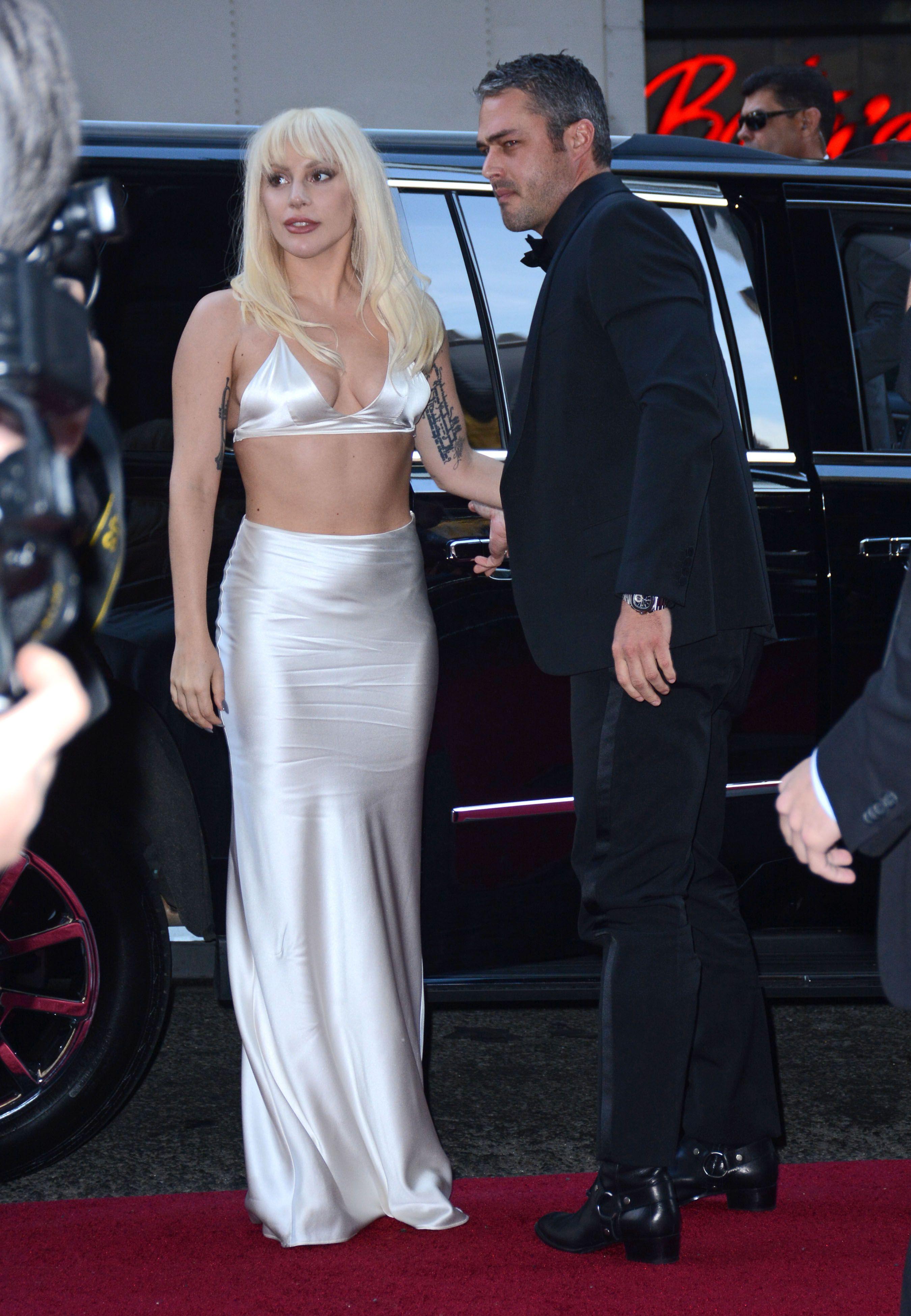 Lady-Gaga-Cleavage-21