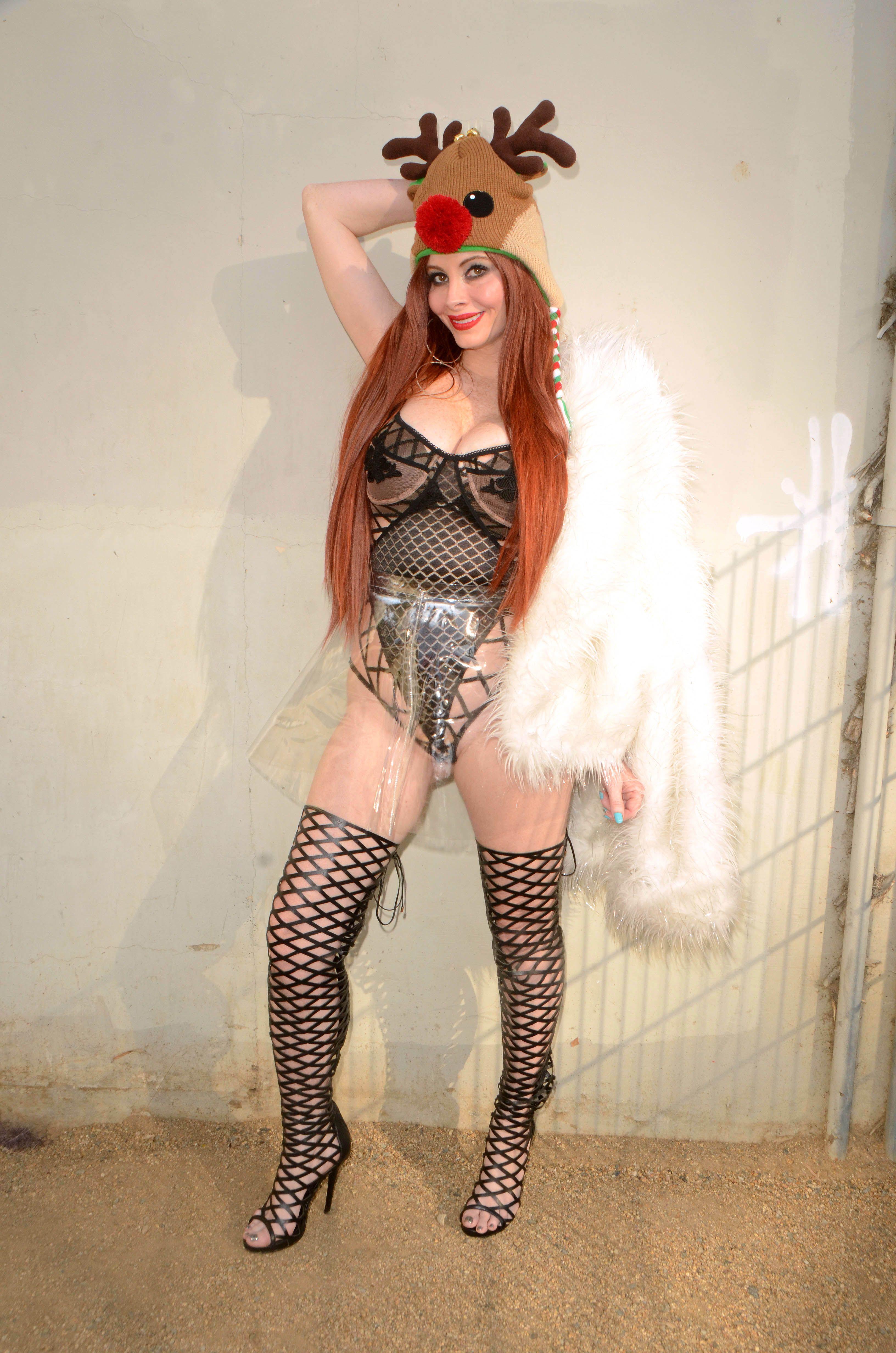 Phoebe-Price-Sexy-17