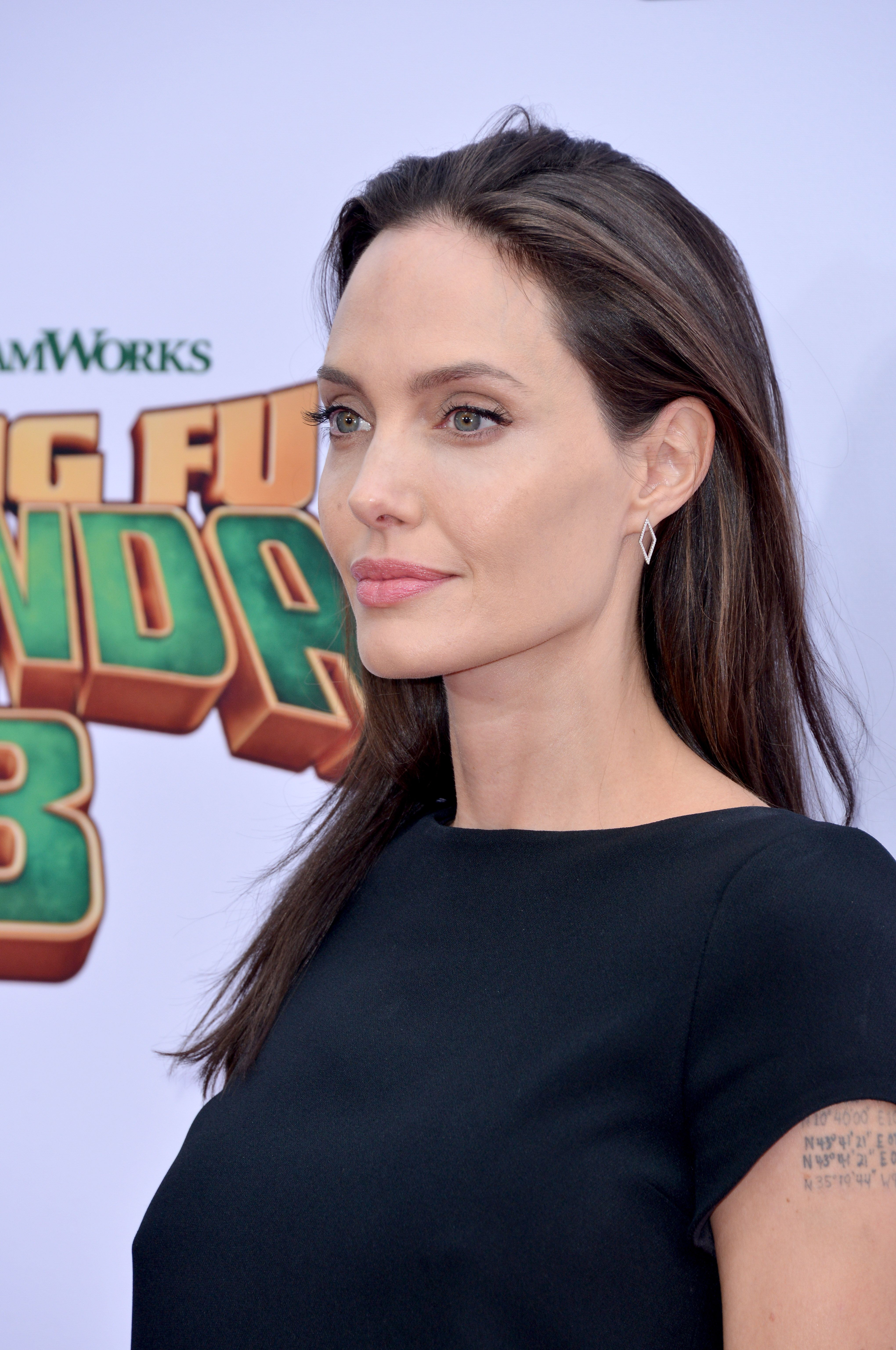 Angelina-Jolie-Pokies-1