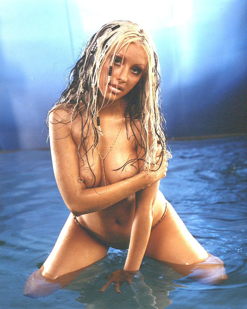 Christina-Aguilera-Topless-1