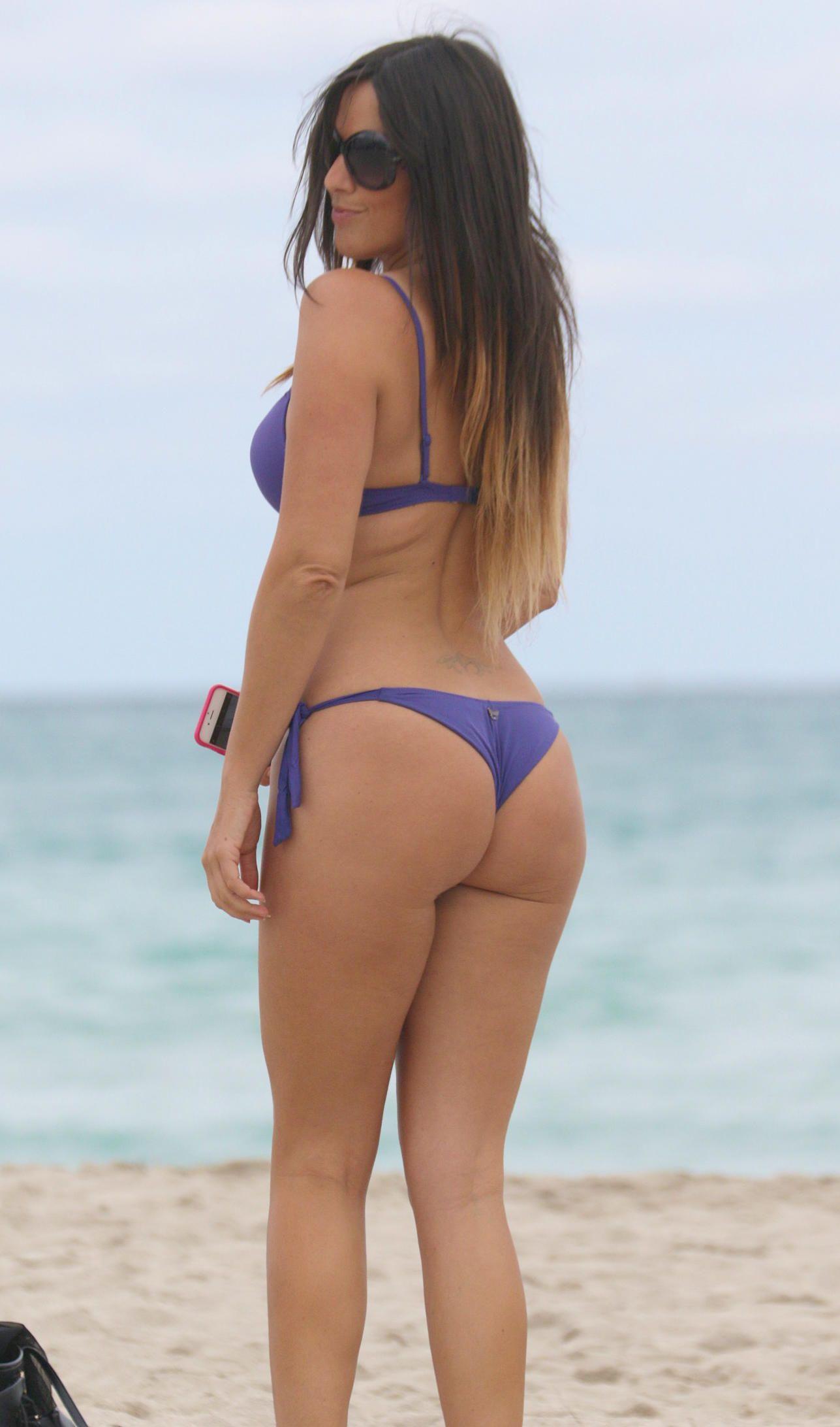 Claudia-Romani-in-a-Bikini-2